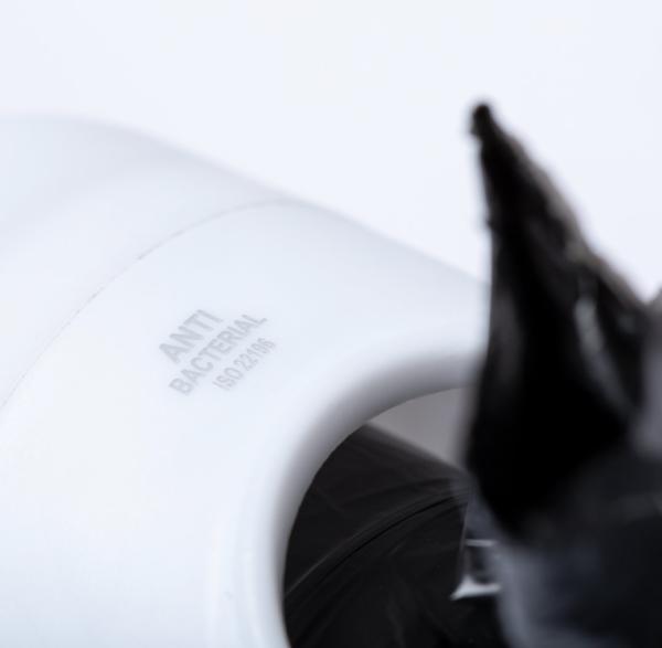 Dispensador de bolsas anti-bacteriano para animais de estimação.